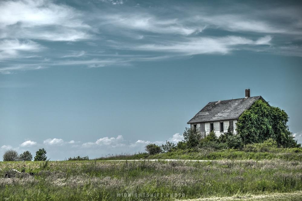 An abandoned farmhouse in westport, massachusetts